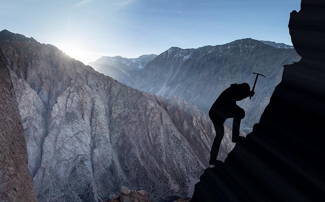 mountaineering-2040824_640.jpg